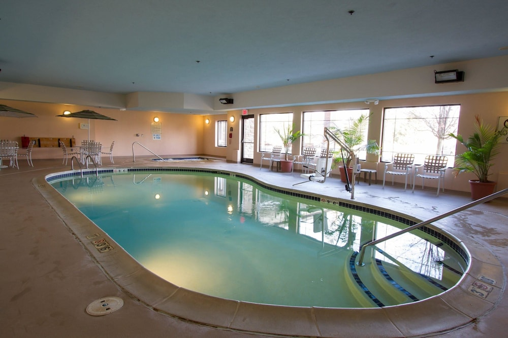 Pool, Comfort Suites Grand Rapids North