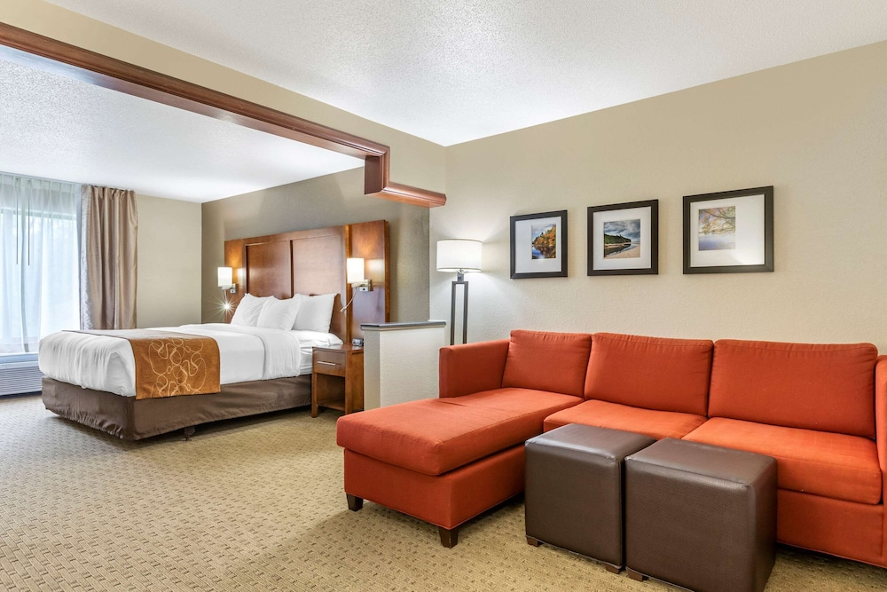 Featured Image, Comfort Suites Grand Rapids North