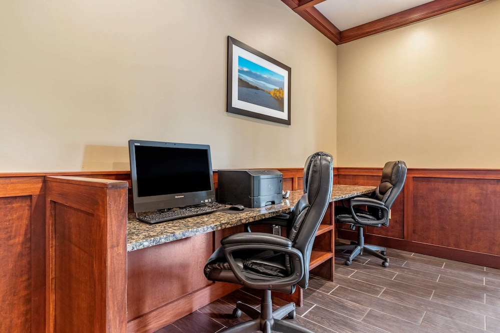 Business Center, Comfort Suites Grand Rapids North