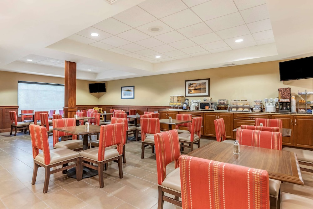 Breakfast Area, Comfort Suites Grand Rapids North