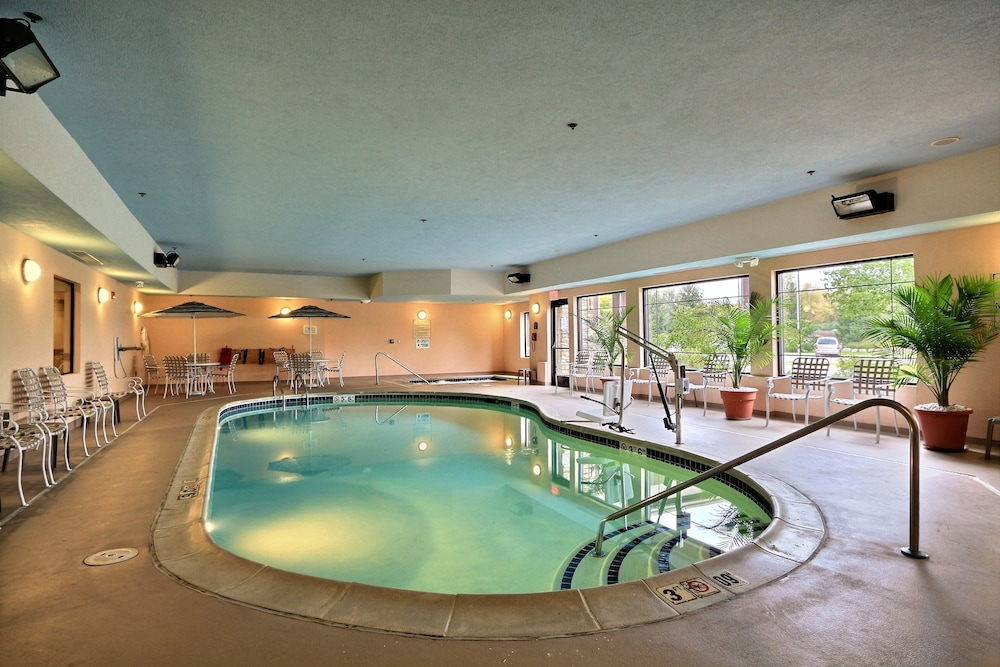Indoor Pool, Comfort Suites Grand Rapids North