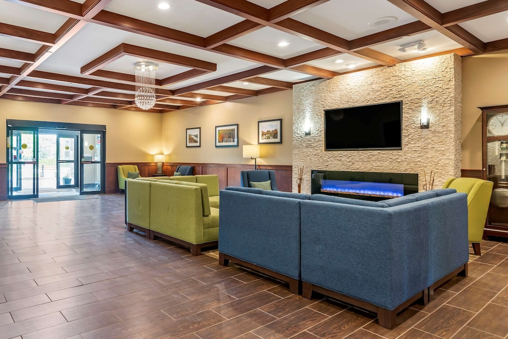 Lobby, Comfort Suites Grand Rapids North