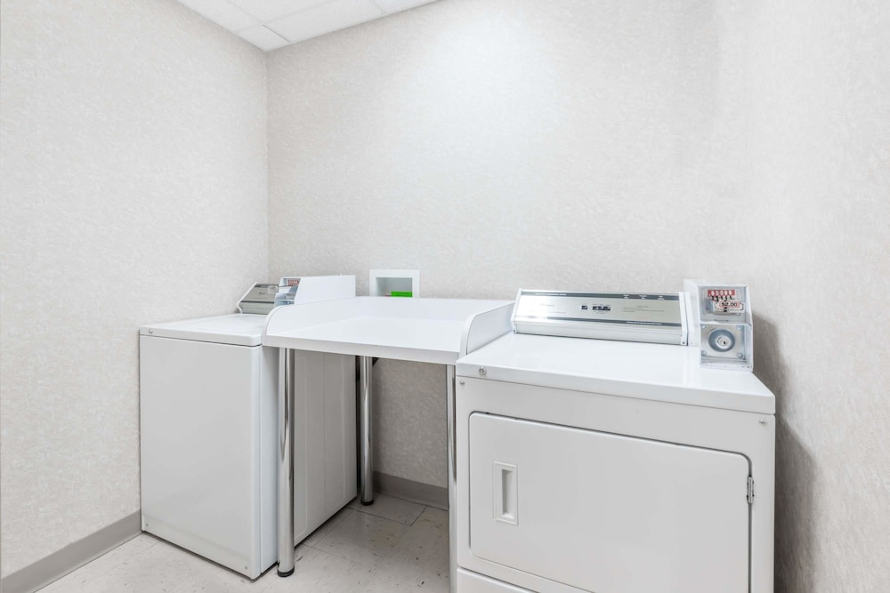 Laundry Room, Super 8 by Wyndham Red Deer City Centre