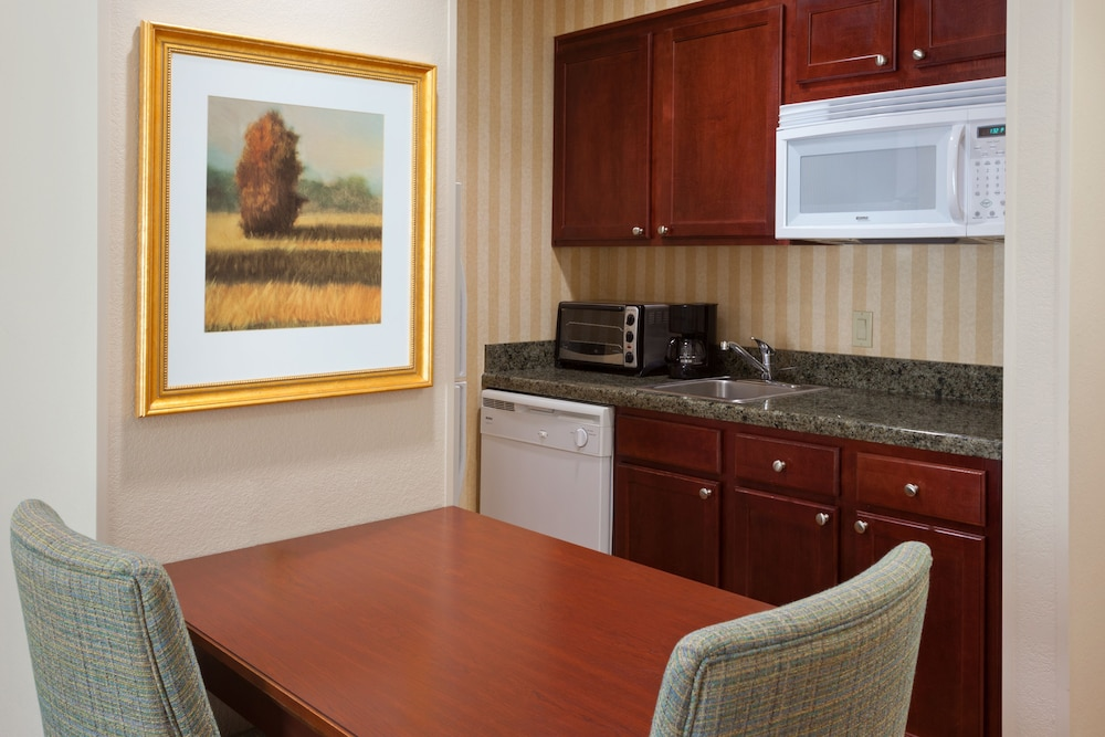 Private Kitchen, Homewood Suites by Hilton Gainesville