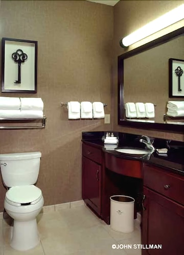 Bathroom, Homewood Suites by Hilton Indianapolis-Downtown