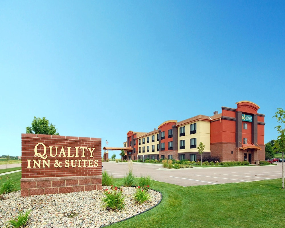 Quality inn and suites reviews photos rates for Quality hotel