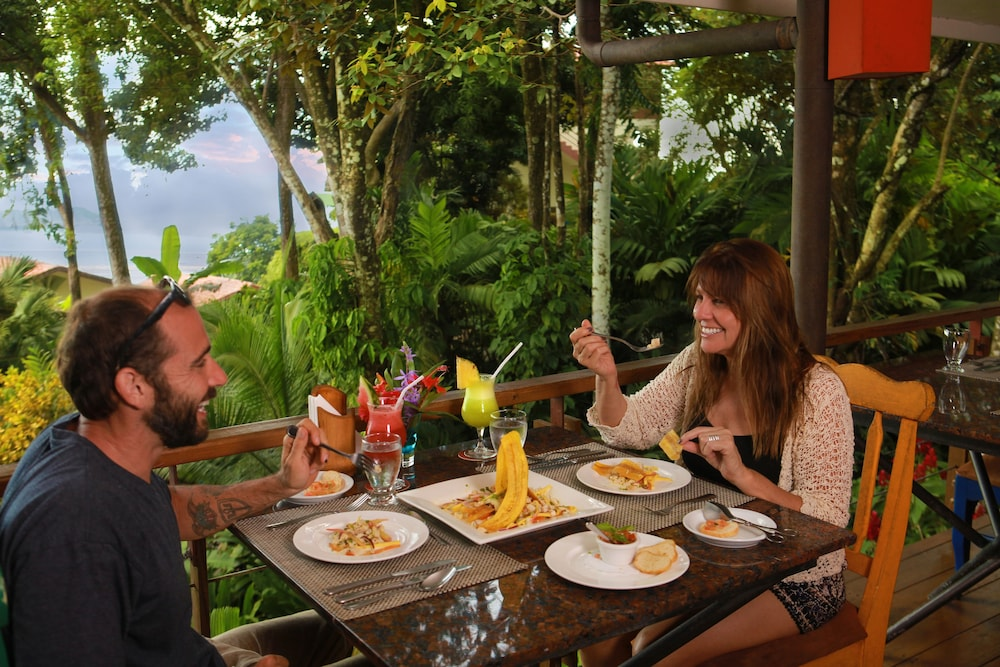 Couples Dining, Si Como No Resort, Spa and Wildlife Refuge