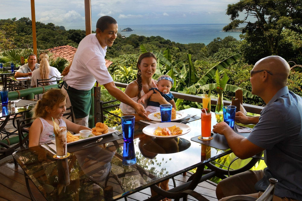 Family Dining, Si Como No Resort, Spa and Wildlife Refuge