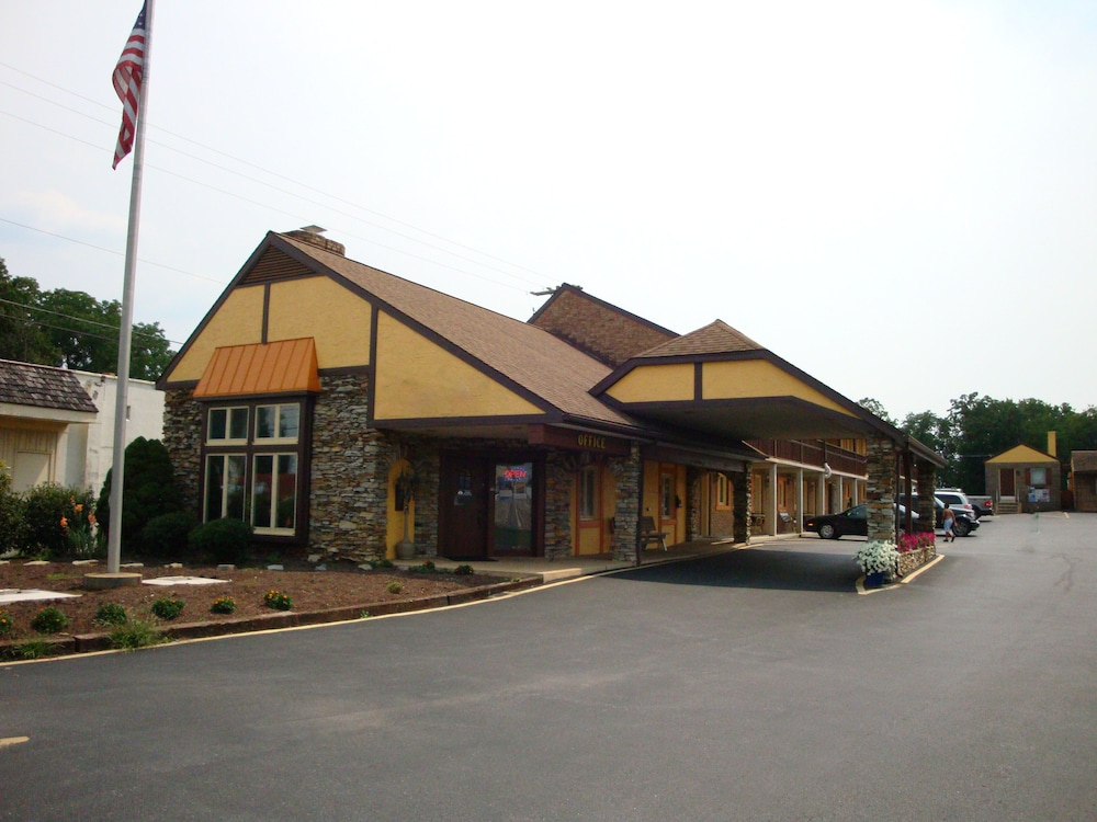 Front of Property, Soudersburg Motel