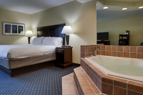 Holiday Inn Express Hotel & Suites Middleboro Raynham