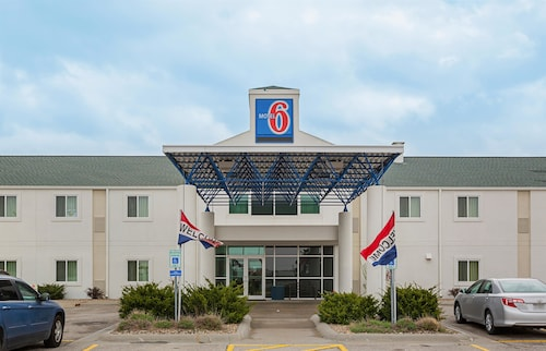 Check Expedia for Availability of Motel 6 Grand Island
