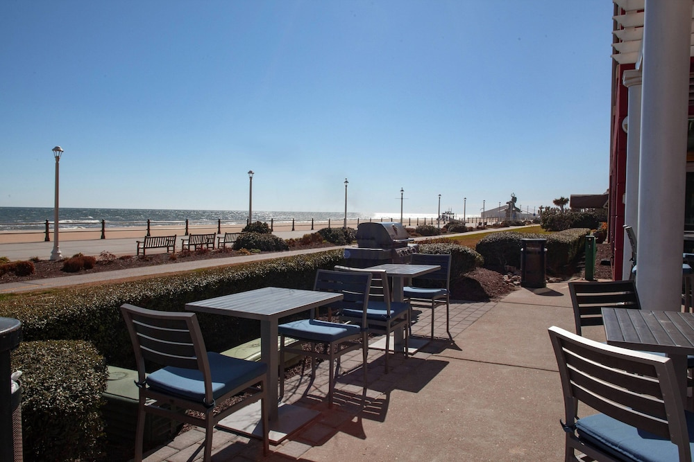BBQ/Picnic Area, Residence Inn by Marriott Virginia Beach Oceanfront