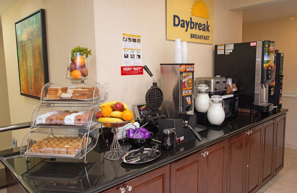 Breakfast Area, Days Inn by Wyndham Jamaica / JFK Airport