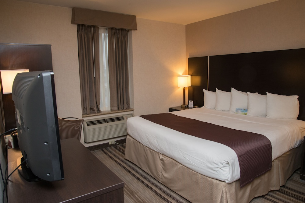 Room, Days Inn by Wyndham Jamaica / JFK Airport
