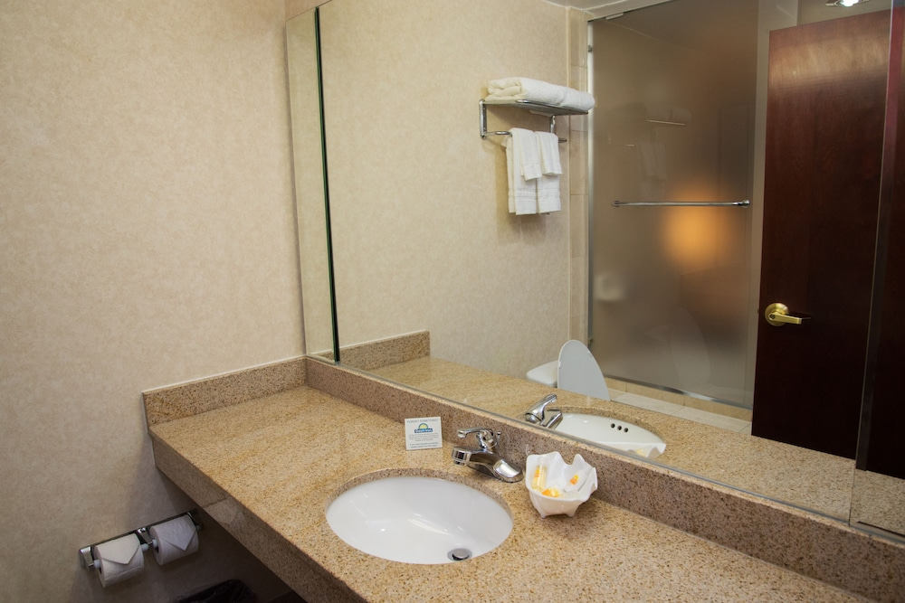 Bathroom, Days Inn by Wyndham Jamaica / JFK Airport