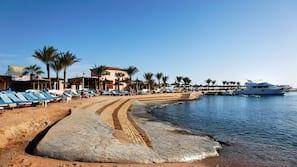 Privéstrand vlakbij, een gratis shuttleservice van/naar het strand