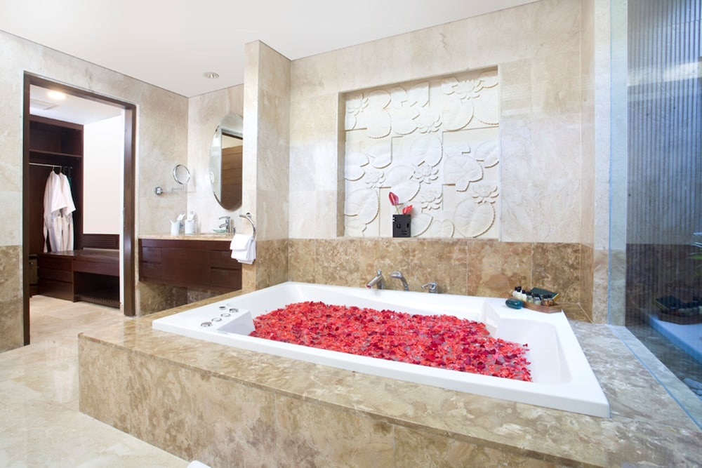 Deep Soaking Bathtub, Prama Sanur Beach Bali