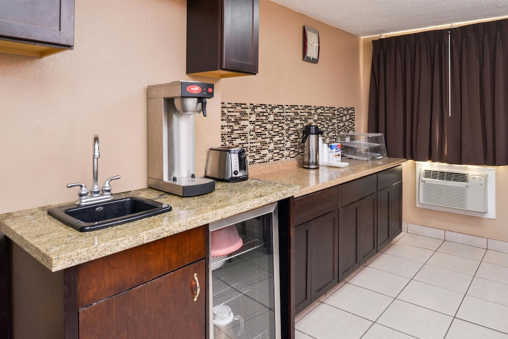 Americas Best Value Inn Delano: 2019 Room Prices $60, Deals ...