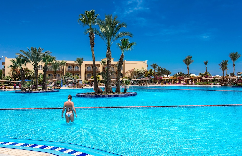 Outdoor Pool, Desert Rose Resort