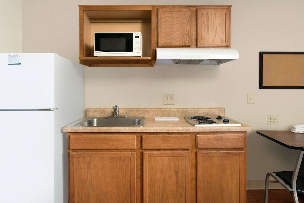 Private Kitchen, WoodSpring Suites Kansas City South