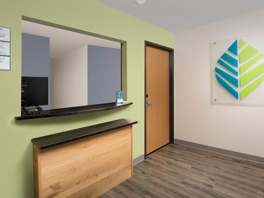 Reception, WoodSpring Suites Kansas City South
