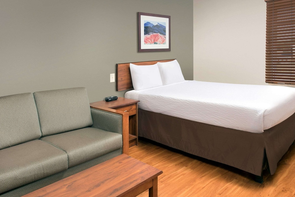 Featured Image, WoodSpring Suites Kansas City South