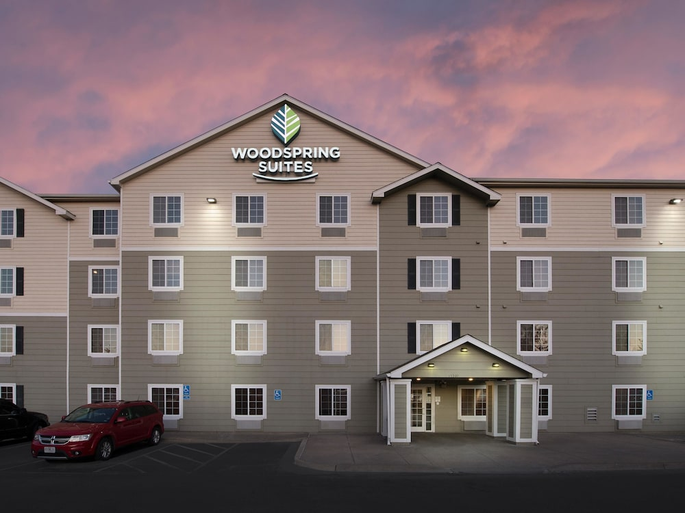 Front of Property - Evening/Night, WoodSpring Suites Kansas City South