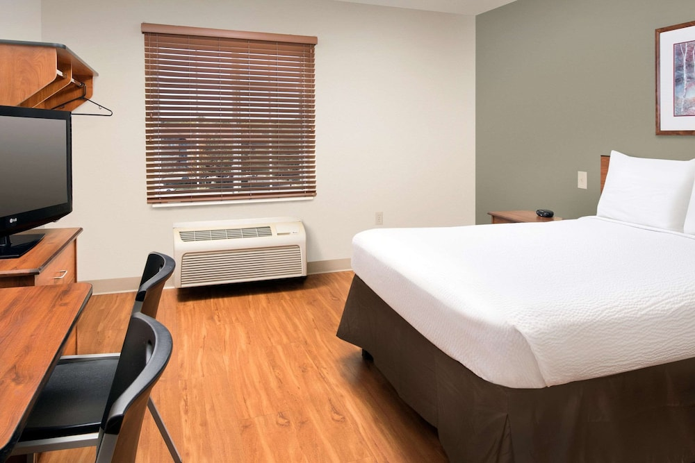 Room, WoodSpring Suites Kansas City South