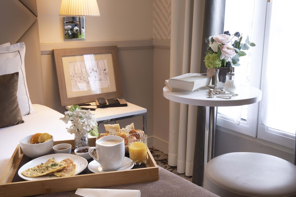 In-Room Dining, Hotel Longchamp Elysees