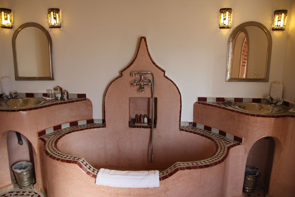 Deep Soaking Bathtub, Riad Clémentine