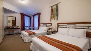 Roupas de cama antialérgicas, cofres nos quartos, escrivaninha