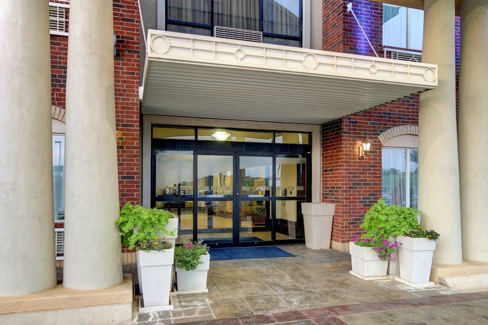 Property Entrance, Holiday Inn Express Hotel & Suites San Angelo