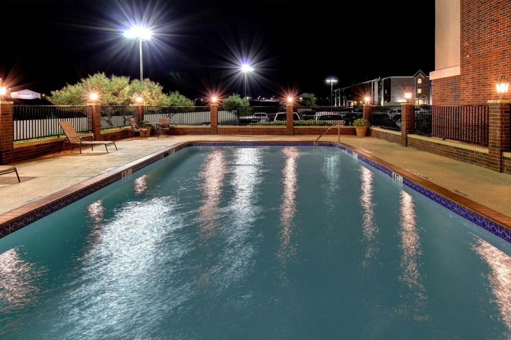 Pool, Holiday Inn Express Hotel & Suites San Angelo