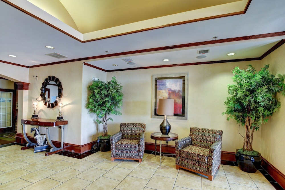 Lobby Sitting Area, Holiday Inn Express Hotel & Suites San Angelo