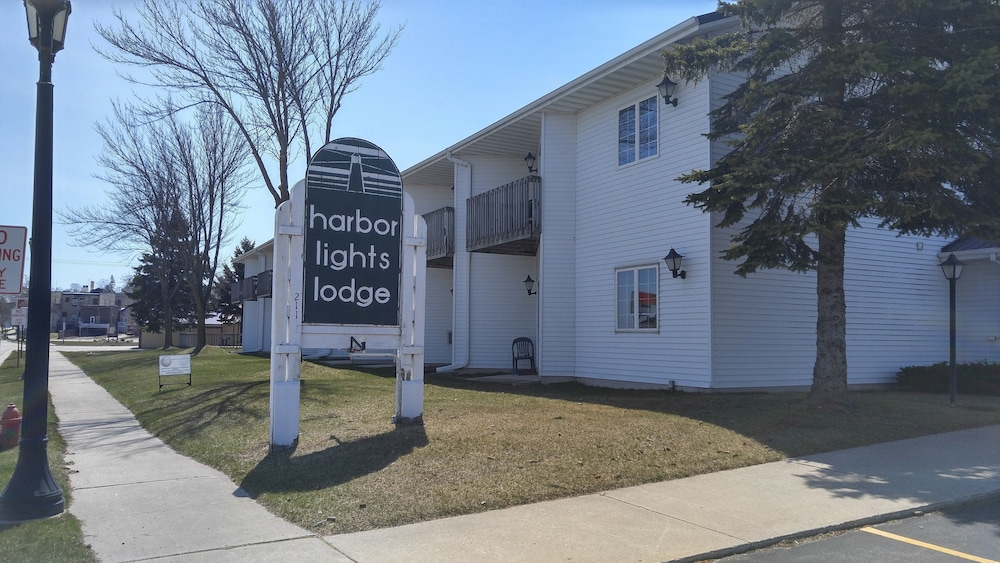 Featured Image, Harbor Lights Lodge