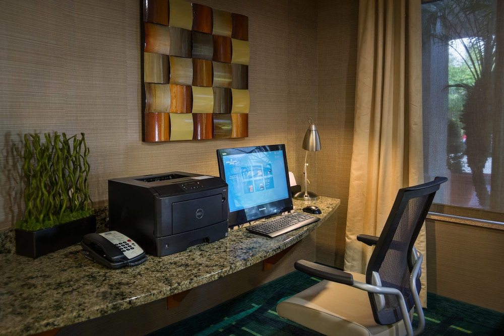 Business Center, SpringHill Suites by Marriott St. Petersburg Clearwater