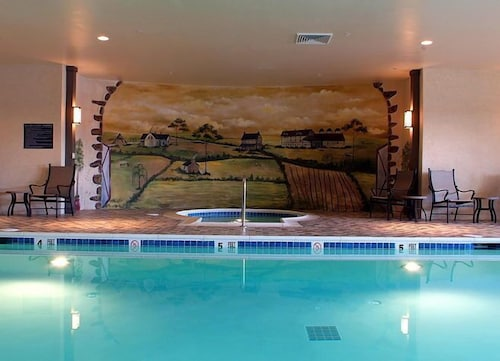 Indoor Pool, Normandy Farm Hotel and Conference Center