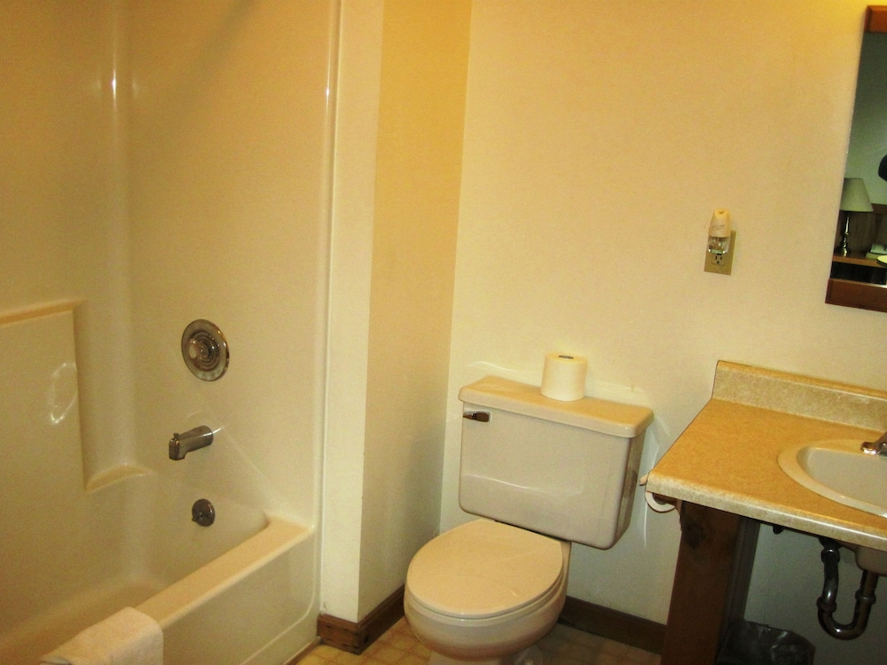 Bathroom, Mountain Sports Inn
