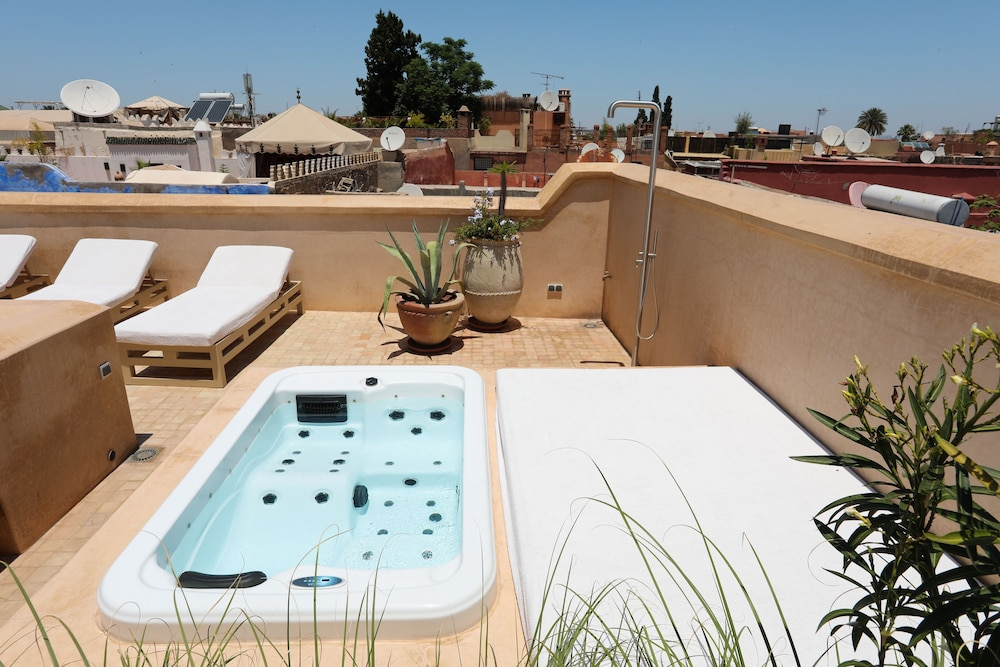 Outdoor Spa Tub, 72 Riad Living