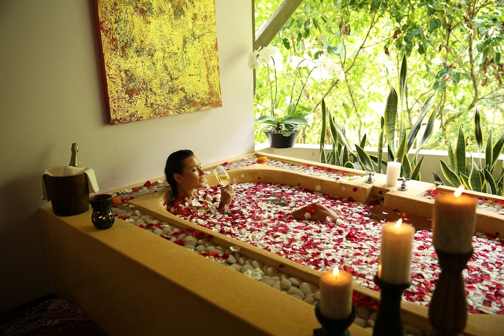 Private Spa Tub, Hanging Gardens of Bali
