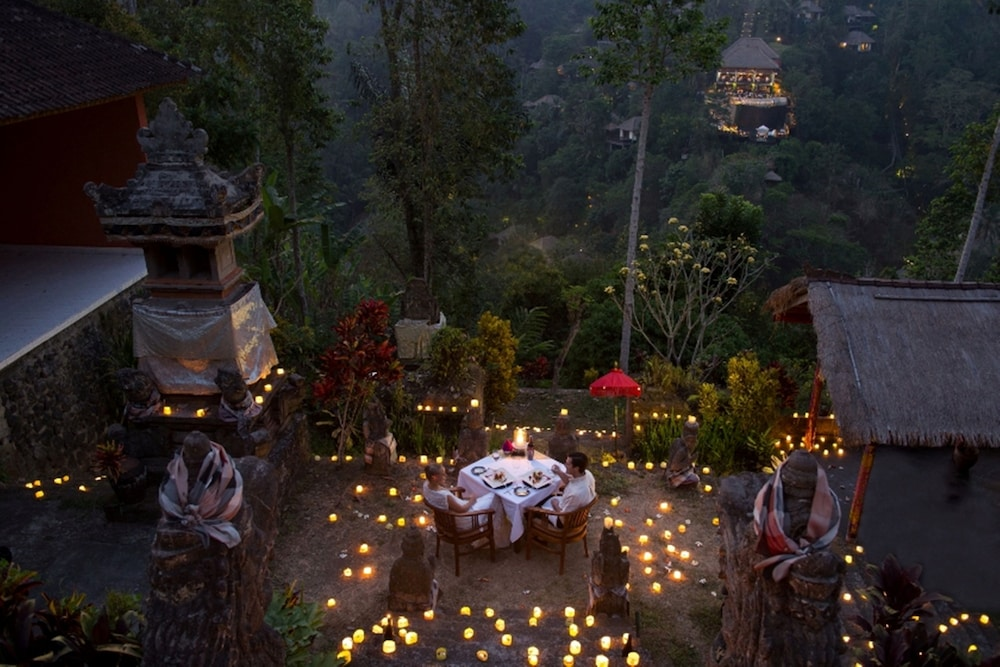 Outdoor Dining, Hanging Gardens of Bali