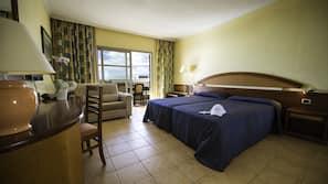 Minibar, cortinas opacas, wifi (de pago) y ropa de cama