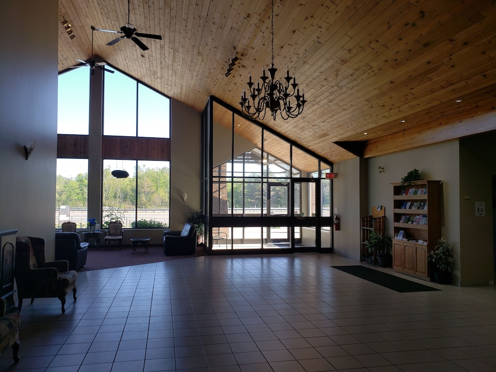 Reception Hall, Super 8 by Wyndham Parry Sound