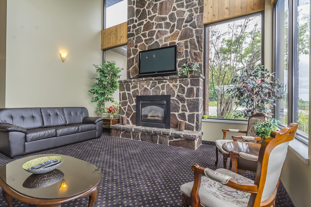 Lobby Sitting Area, Super 8 by Wyndham Parry Sound