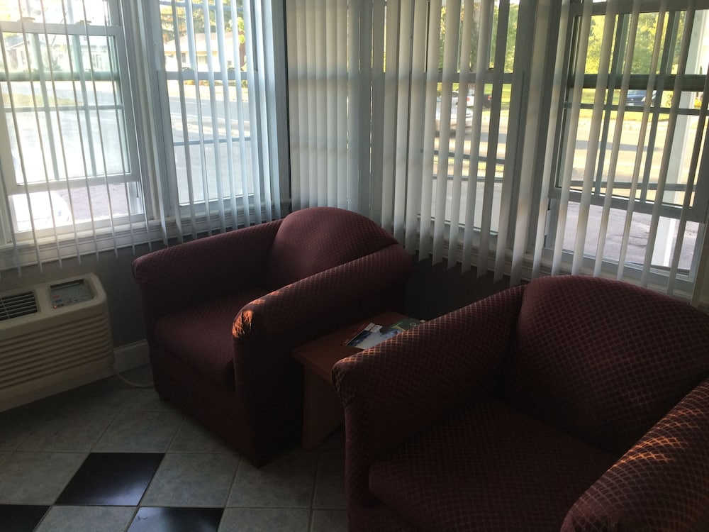 Lobby Sitting Area, Elm Motel