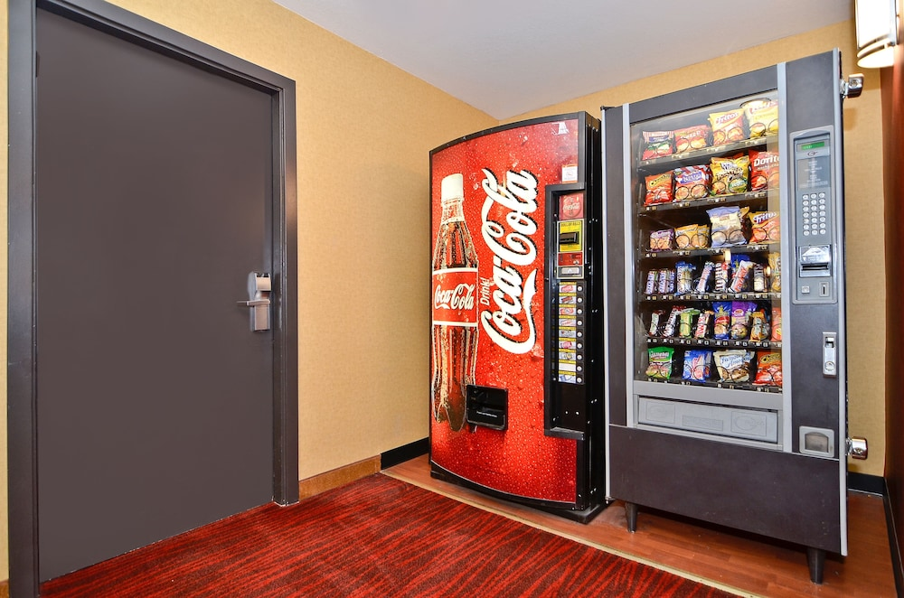 Vending Machine, Clackamas Inn & Suites