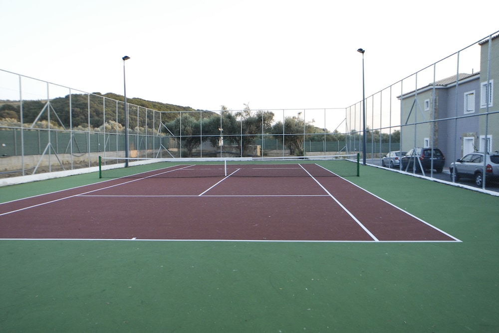 Tennis Court, Olympia Golden Beach & Spa