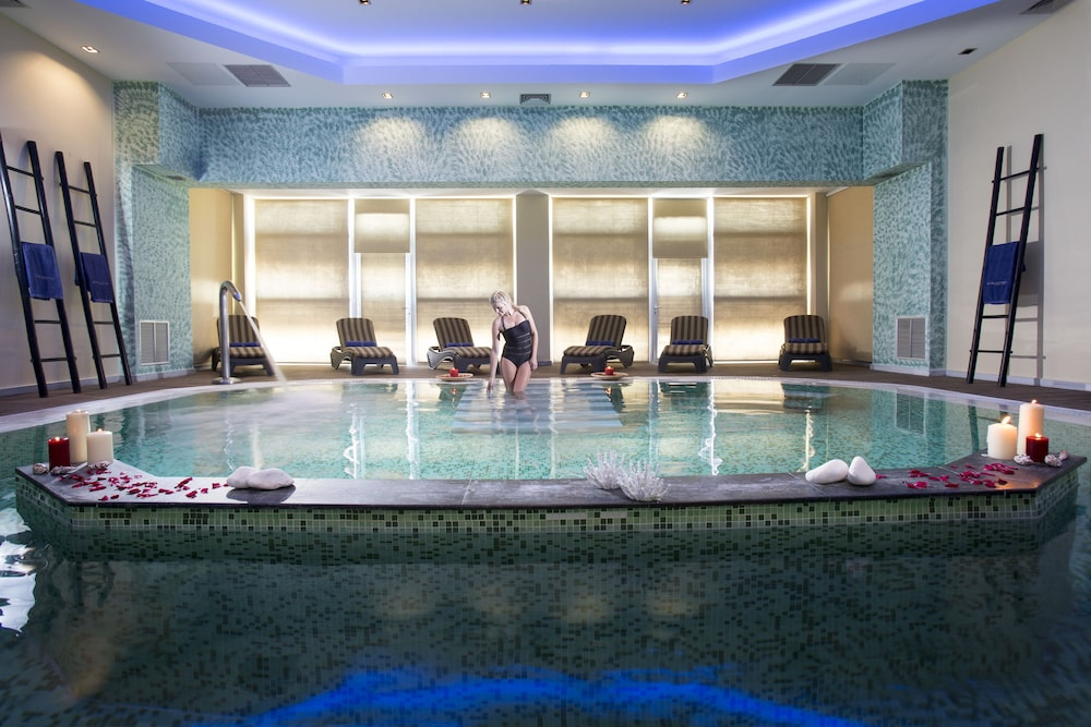 Indoor Spa Tub, Olympia Golden Beach & Spa