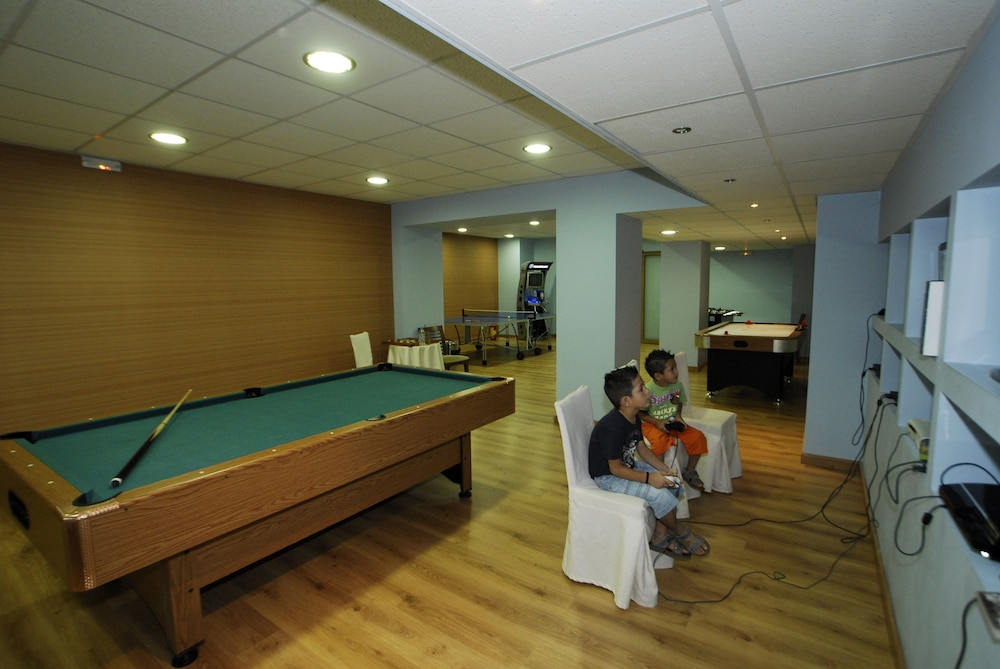 Game Room, Olympia Golden Beach & Spa