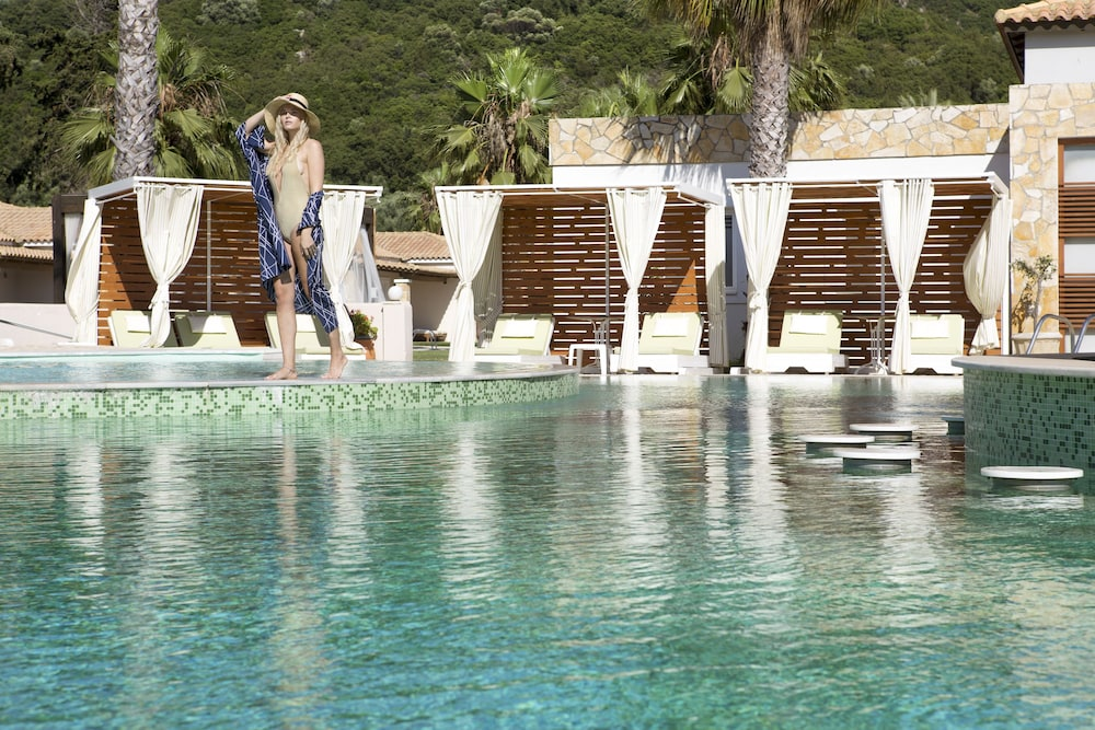 Outdoor Pool, Olympia Golden Beach & Spa